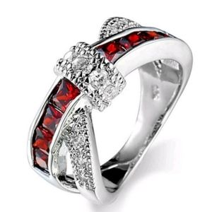 🎅 Red Ruby Twist Knot Fashion Ring